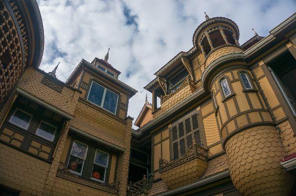 autumn-aquarius-winchester-mystery-house-2